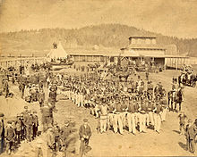 https://en.wikipedia.org/wiki/United_Empire_Loyalist#/media/File:Gathering_for_the_Parade,_Loyalist_Centennial,_Saint_John,_New_Brunswick.jpg